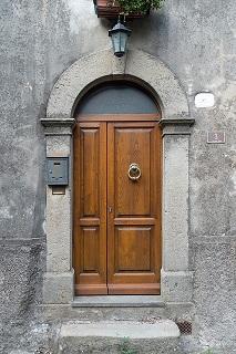 door-999884_640.jpg